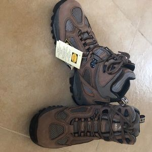 Men's Vasque hiking boots with Gortex